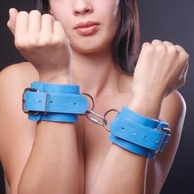 Голубые наручники на мягкой меховой подкладке